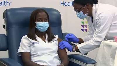 Una enfermera de Nueva York, la primera persona vacunada en Estados Unidos