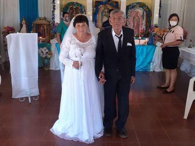 Tras 49 años, cumplieron el sueño de llegar al altar
