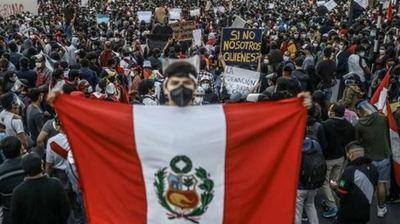 La demanda de una nueva Constitución en Perú se plasmó en un proyecto de ley para un referéndum