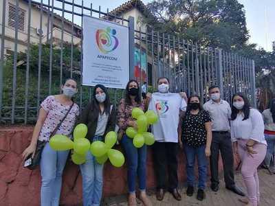 Padres de Pacientes con Errores Congénitos se manifiestan frente al Ministerio de Salud