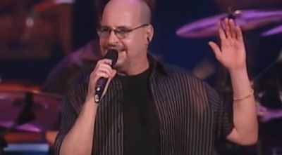 Muere vocalista de Roupa Nova por Covid-19