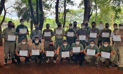 Capacitan a guardias forestales de Itaipú para fortalecer cuidado de áreas protegidas