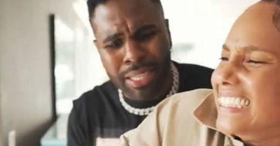 La polémica broma de Jason Derulo 'rompiendo' los dedos de Alicia Keys