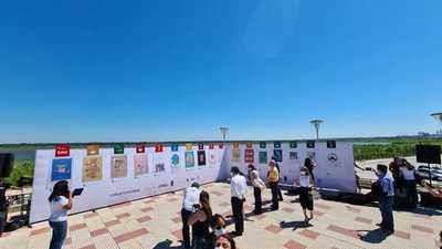 Presentaron los objetivos de desarrollo sostenible a través de un mural con 17 ilustraciones en la Costanera