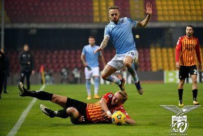 Lazio y Benevento empatan en el derbi de los Inzaghi