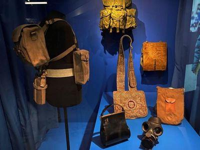 Inauguran una muestra de icónicos bolsos en Londres