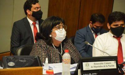 Ministra de la Niñez dejó en ridículo a cartistas y aliados en interpelación de Diputados