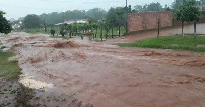 La Nación / Asisten a familias de escasos recursos tras intenso temporal