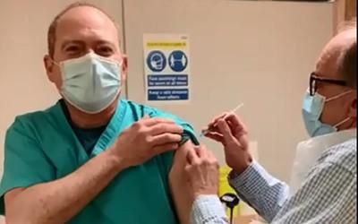 Primer paraguayo vacunado contra el covid-19