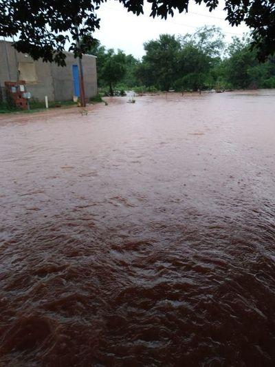 Varios sectores de Capiatá bajo agua