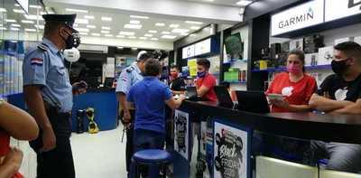 Procesan a comerciante libanés que habría estafado a turista brasileño