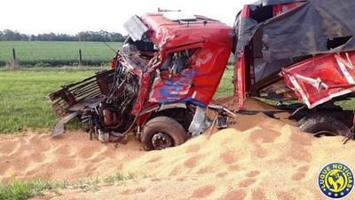 Fallecen 2 camioneros en accidente rutero en Alto Paraná •