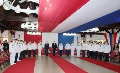 Presidente entregó bastón de mando a nuevos generales y almirantes