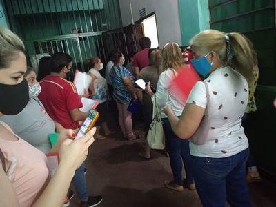 Denuncian aglomeración en inscripción en Colegio Fernando de Pinedo