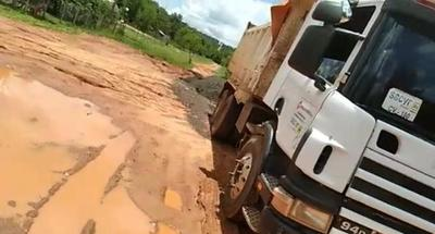 Camiones de gran porte dejan intransitable las calles – Prensa 5