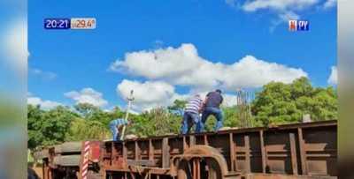 Caaguazú: Camión transportador vuelca sobre Ruta PY02