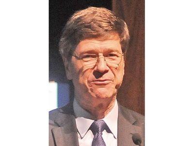 Jeffrey Sachs destaca producción eléctrica limpia y libre de carbono