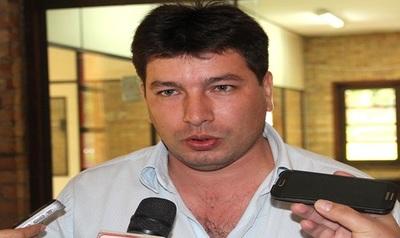 Exconcejal Isaías Álvarez condenado a dos años de cárcel por negar alimento a su hija