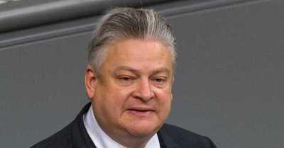 Político alemán que se burló del uso de mascarillas se contagió de ...