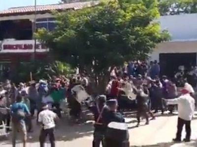 Repatriación: Enfrentamiento en las afueras de la Municipalidad