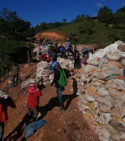 Un nuevo derrumbe de una mina artesanal en Nicaragua entierra entre 8 a 16 personas