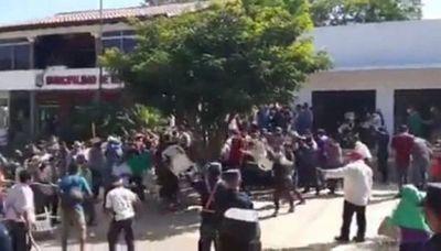 Duro enfrentamiento entre detractores y seguidores de intendenta de Repatriación