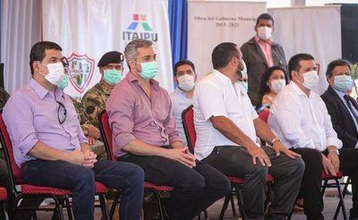 Abdo y Cartes se exhiben en un acto oficial con fuerte tinte electoralista