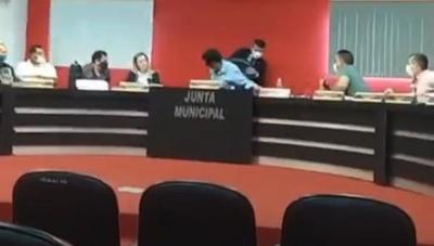 """En bochornoso incidente, oposición busca """"arrebatar la silla"""" del oficialismo en Junta de San Alberto"""