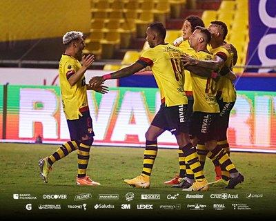 Barcelona de los paraguayos Riveros y Colmán clasifica a la final en Ecuador