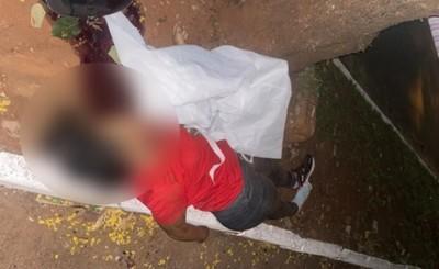Mujer muere tras estrellarse contra un árbol