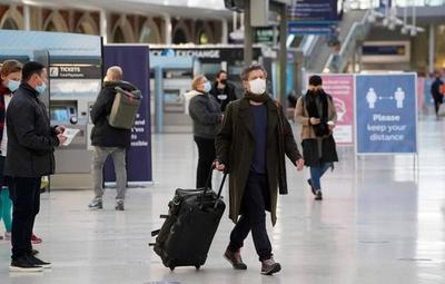 Temor ante nueva cepa de coronavirus: Países europeos cancelan vuelos desde Reino Unido