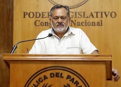 Senador que apoya invasiones y depredación de bosques alardea de macro proyecto de desarrollo sostenible