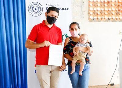 A través de Tekoha se entregan contratos a 75 familias de Caaguazú, Guairá y San Pedro