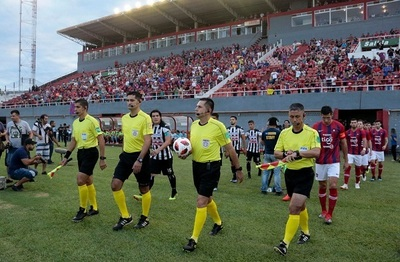 Oficializan lista de árbitros designados para cuartos de final