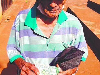 Le jodieron a abuelito vendedor de bingos, pero la solidaridad no se hizo esperar