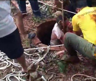 Rescatan a hombre que cayó a pozo