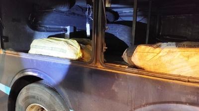 Ayolas: Decomisan varias bolsas de pescados en dos ómnibus
