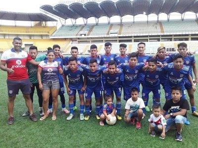 Crónica / Hoy tiene su propia academia de fútbol en Perú