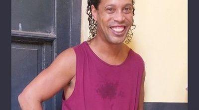 Ronaldinho pide oraciones por su madre internada con coronavirus