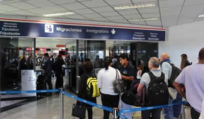 Paraguayos que llegaron al país del Reino Unido guardarán cuarentena por 10 días, señalan