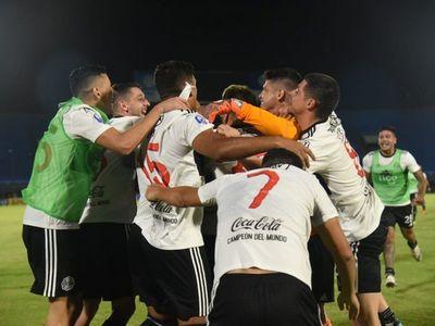 Olimpia despacha a Cerro Porteño en los penales