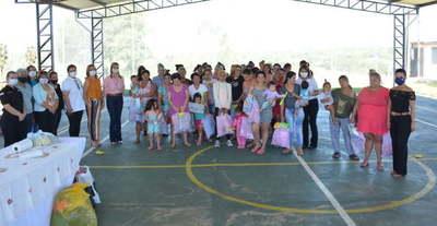 Entregan obsequios y donaciones a reclusas de la penitenciaría de Coronel Oviedo