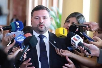 """HOY / Abdo ni Hacienda sabían de escandalosa """"transa"""", reconoce Procurador"""