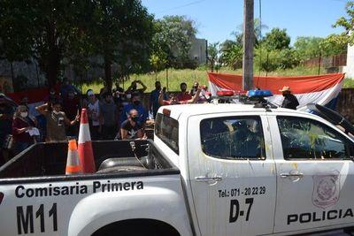 Manifestantes atacan a huevazos al asesor jurídico de Jesús