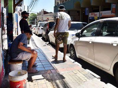 Operativo fallido: Cuidacoches y limpiavidrios siguen en las calles