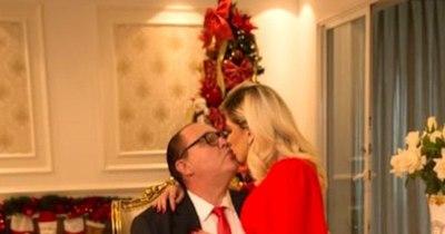 La Nación / Abdo promete postal navideña junto con su esposa