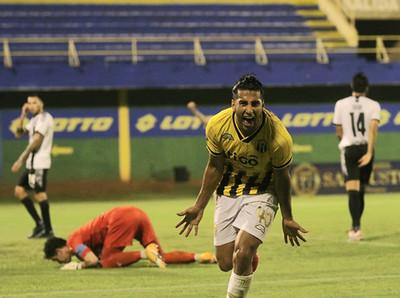 Guarani destroza a Libertad y es seminifinalista