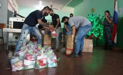 Con 1.600 cestas navideñas Shopping París lleva mensaje de esperanza