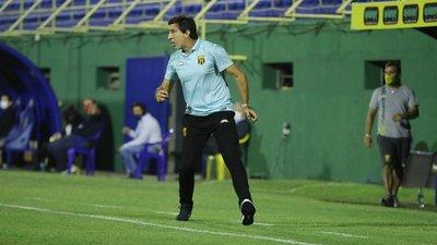 """Gustavo Costas: """"Me gusta ver felices a mis jugadores, me pone muy contento"""""""