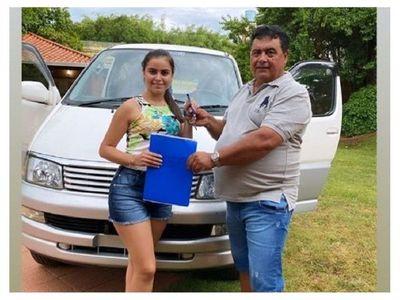 La esposa joven de Friedmann le regaló una camionetaza a su papá